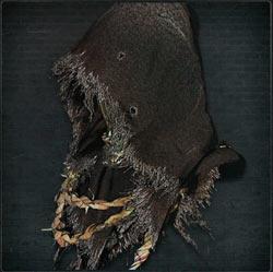 Yelmo de hierro con capucha negra